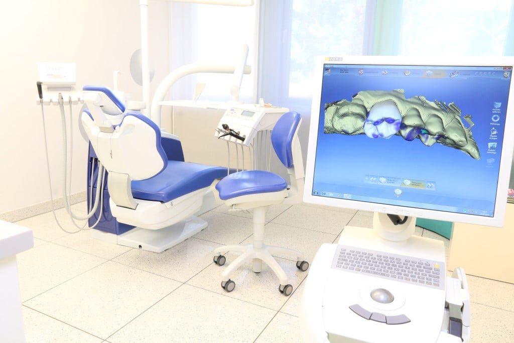 Behandlungszimmer der Zahnarztpraxis an der Haranni Clinic