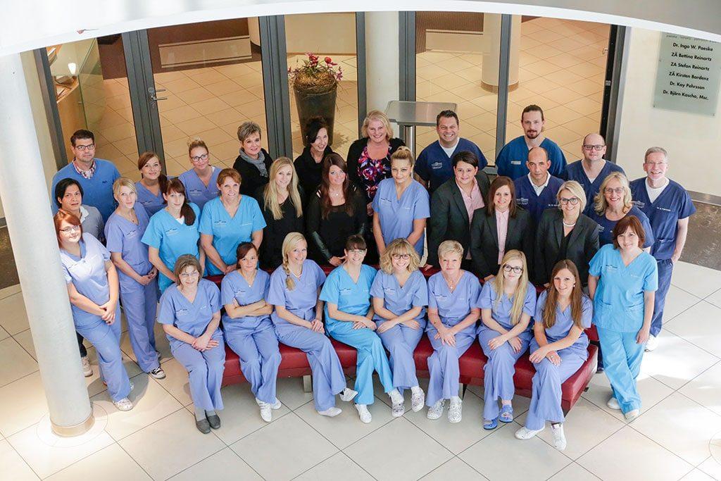 Praxisteam & Zahnärzte der Zahnarztpraxis an der Haranni Clinic