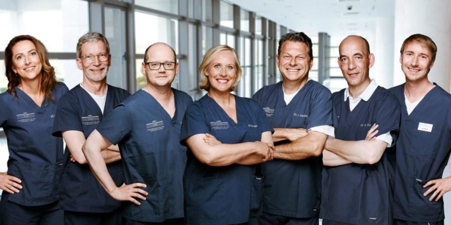 Teamfoto - Zahnärzte in der Haranni Clinic in Herne